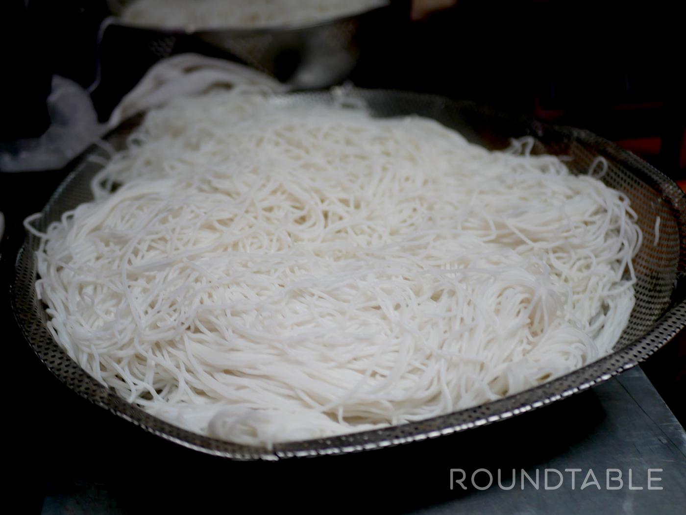 断面の丸い米粉。太さはさまざまだが、冷麦よりちょっと太いのをよく見るかもしれない。